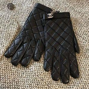 Chanel cc logo buckles gloves